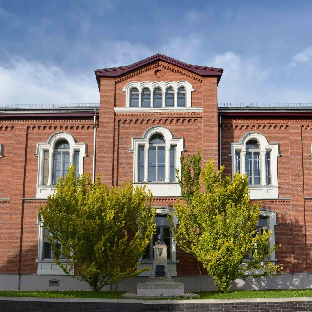 Gebäude Freiherr von Schütz-Schule.